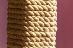 Corde de corde sur le poteau comme fond Images libres de droits