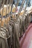 Corde della piattaforma della barca a vela Crociera del mare Fotografie Stock
