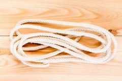Corde durable sur le plancher en bois photo libre de droits