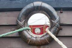 Corde e foro nel lato della nave immagine stock libera da diritti