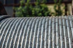Corde en acier enroulée de fil d'acier, plan rapproché Images stock