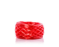 Corde en plastique rouge Projectile de studio d'isolement sur le blanc Images stock