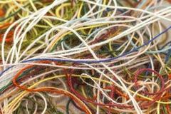 Corde en soie embrouillée multicolore de fil de travaux d'aiguille colorés imper Image libre de droits