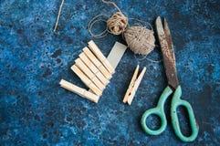 Corde et ciseaux de chevilles Photo stock
