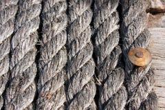 Corde et vieux clou rouillé pour le fond Photographie stock libre de droits