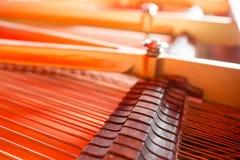 Corde, magli, umidificatori e pianoforte a coda interno della scheda audio Fotografie Stock Libere da Diritti