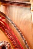 Corde, magli, umidificatori e pianoforte a coda interno della scheda audio Fotografie Stock
