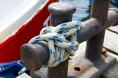 Corde marine avec de l'eau images stock