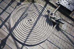 Corde ronde sur la plate-forme de bateaux Photos libres de droits