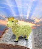 Cordeiro do deus na Bíblia foto de stock