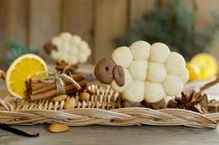Cordeiro dos biscoitos da amêndoa com especiarias Fotografia de Stock Royalty Free