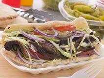 Cordeiro psto de conserva Kebab em um pão de Pitta Fotos de Stock Royalty Free