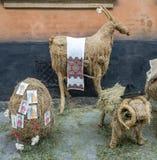 Cordero, cabra y huevo de la paja en la exhibición en la ciudad Fotografía de archivo