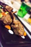 Cordero servido en un restaurante en Italia fotos de archivo