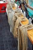 Cordes de chanvre enregistrées sur un bateau Photographie stock libre de droits