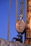 Cordes de mât, poulie image libre de droits