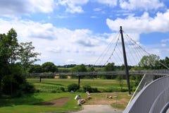 Cordes en acier de passerelle câble-restée en Frankenberg, Saxe, Allemagne images stock