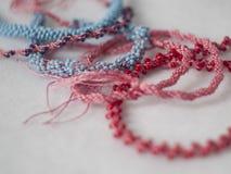 Cordes faites main de kumihimo coloré Photographie stock
