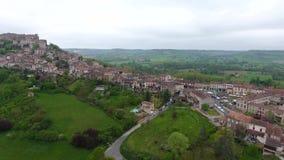 Cordes-sur-Ciel, een dorp in een heuvel Occitanie, Zuidelijk Frankrijk stock footage
