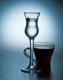 Cordial et café express dans le bleu Photographie stock libre de droits