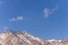 Cordilheira da neve, Índia de Leh fotografia de stock