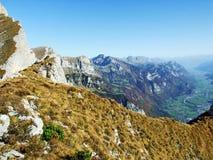 Cordilheira de Rocky Alpine Mountain Range Churfirsten fotos de stock