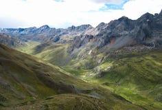 Cordilheira do norte Huayhuash, Peru imagem de stock