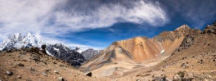 Cordilheira Huayhuash no Peru e no Nevado Rosario Imagem de Stock