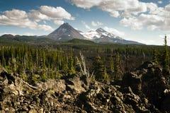 Cordilheira Lava Field da cascata das irmãs da passagem três de Mckenzie imagens de stock