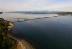 Cordilheira olímpica da linha costeira de Hood Canal Bridge Puget Sound Imagens de Stock