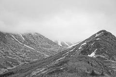 Cordilheira preto e branco do Alaskan da foto fotos de stock