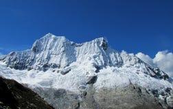 Cordillera Blanca-berg från Santa Cruz Track Royaltyfri Foto