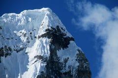 Cordillera Blanca-berg från Santa Cruz Track Royaltyfri Fotografi