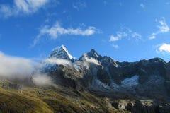 Cordillera Blanca Santa Cruz Track, Punta fackligt passerande Royaltyfri Bild