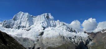 Cordillera Blanca-sikt från laguna 69 Royaltyfri Foto