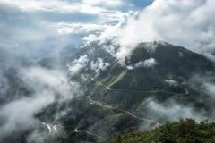 Cordillera del punto de vista lo más arriba posible en la niebla en la tranvía Ton Pass Foto de archivo