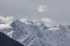Cordillera magnífica tórrida del macizo imagen de archivo libre de regalías