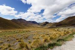 Cordillera a través del paso de Lindis, Nueva Zelanda Imagen de archivo libre de regalías