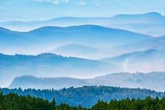 Cordilleras en la niebla Fotografía de archivo