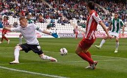 CORDOBA, ИСПАНИЯ - 17-ОЕ МАРТА: Альберто Garcia w (1) в действии во время лиги Cordoba спички (w) против Альмерии (r) (4-1) Стоковое Фото