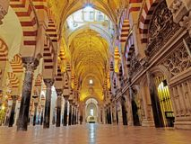 CORDOBA, ИСПАНИЯ - 2-ОЕ МАРТА 2015: Большой собор мечети или Mezquita Стоковое Изображение