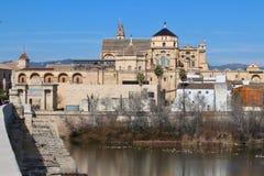 Cordoba, Испания, средневековый собор и мост Стоковые Фото