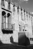 Cordoba - die Statue des mittelalterlichen arabischen Philosophen Averroes durch Pablo Yusti Conejo Stockbilder