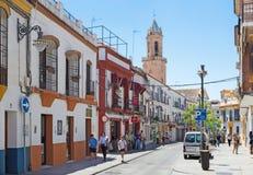 CORDOBA HISZPANIA, MAJ, - 26, 2015: Typowa Andaluzyjska ulica Obrazy Royalty Free