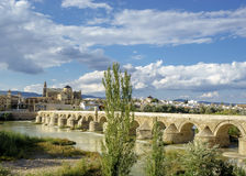 Cordoba moské och roman bro Fotografering för Bildbyråer
