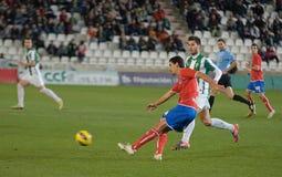 CORDOBA SPANIEN - JANUARI 13: Juanma Marrero R (16) i handling under matchligan Cordoba (W) vs Numancia (R) (1-0) Arkivbild