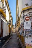 Cordoba Spanien - Juni 20: De tomma gatorna av Cordoba på Juni Royaltyfri Fotografi
