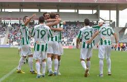 CORDOBA, SPANJE - SEPTEMBER 29: De spelers die van Cordoba doel vieren tijdens gelijkeliga Cordoba (w) versus Girona (b) (2-0) stock foto's