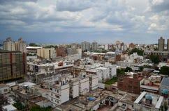 Cordoba stadsbyggnader och fördunklad himmel Royaltyfria Foton