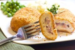 Cordon bleu bourré de poulet Images libres de droits
